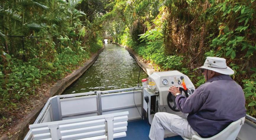 Scenic Boat Tours propose des excursions le long des lacs et des canaux de Winter Park depuis 1938.